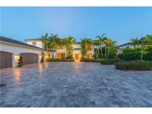 8901 SW 63rd Ct. Pinecrest, Florida - Hometaurus