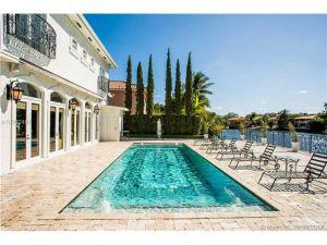 8000 NW 166th St. Miami Lakes, Florida - Hometaurus