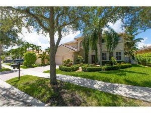 922 Crestview Cir. Weston, Florida - Hometaurus