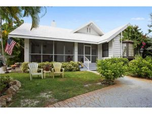 1210 NE 100th St. Miami Shores, Florida - Hometaurus