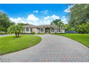 16315 SW 88th Ct. Palmetto Bay, Florida - Hometaurus