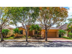 1353 Crossbill Ct. Weston, Florida - Hometaurus