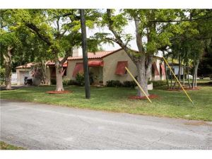 781 NE 112 St. Biscayne Park, Florida - Hometaurus