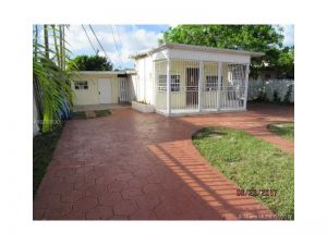 5737 SW 6th St. Miami, Florida - Hometaurus