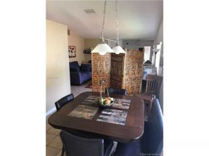 4048 Pine Ridge Ln. Weston, Florida - Hometaurus