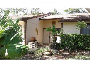25 Mayfair Ln. Boynton Beach, Florida - Hometaurus