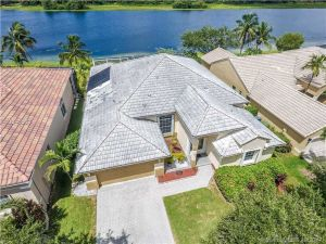 808 Heritage Dr. Weston, Florida - Hometaurus