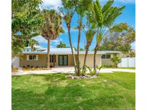 2740 NE 26th St. Lighthouse Point, Florida - Hometaurus