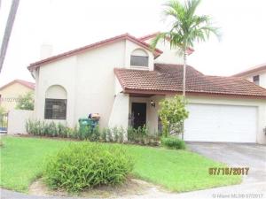 6122 NW 175th Ter. Hialeah, Florida - Hometaurus