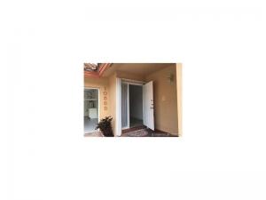 10583 NW 51 Lane. Doral, Florida - Hometaurus