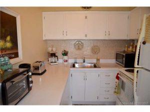 800 SW 11th Ave #19a. Hallandale, Florida - Hometaurus