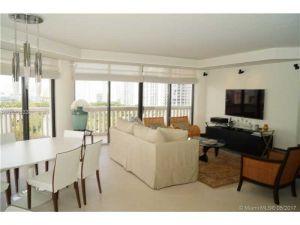 2000 Island Blvd #1706. Aventura, Florida - Hometaurus