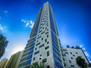 1300 Brickell Bay Dr #705. Miami, Florida - Hometaurus