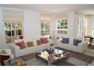 3700 Island Bl #C104. Aventura, Florida - Hometaurus