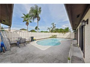 5930 Golden Eagle Circle. Palm Beach Gardens, Florida - Hometaurus