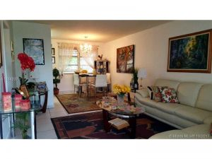 1710 Mckinley St #4. Hollywood, Florida - Hometaurus