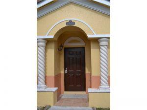 2463 SE 15th Pl #201. Homestead, Florida - Hometaurus