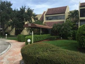 200 Lakeview Dr #208. Weston, Florida - Hometaurus