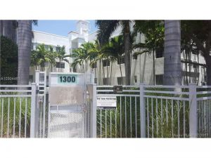 1300 Pennsylvania Ave #203. Miami Beach, Florida - Hometaurus