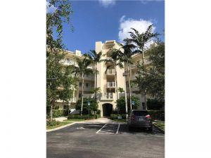 3500 Oaks Clubhouse Dr #105. Pompano Beach, Florida - Hometaurus