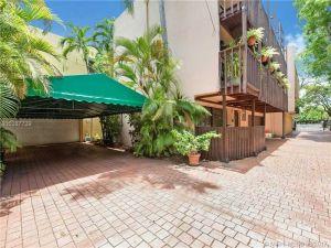 1886 Brickell Ave #2. Miami, Florida - Hometaurus