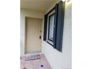 422 Lakeview Dr #204. Weston, Florida - Hometaurus