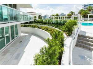 10 Venetian Way #305. Miami Beach, Florida - Hometaurus