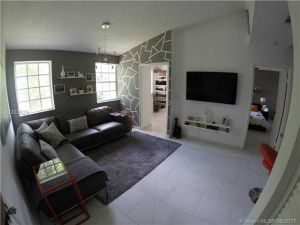 18308 NW 68th Ave #O. Hialeah, Florida - Hometaurus