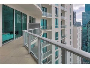300 S Biscayne Bl #Ph3807. Miami, Florida - Hometaurus