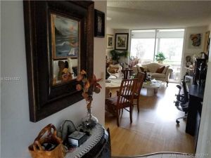 9281 Sunrise Lakes Blvd #210. Sunrise, Florida - Hometaurus