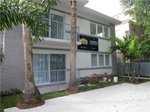 740 Meridian Av #15. Miami Beach, Florida - Hometaurus