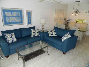 3001 NW 46th Ave #109. Lauderdale Lakes, Florida - Hometaurus