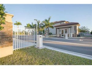 8650 NW 97th Ave #203. Medley, Florida - Hometaurus