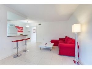 525 Meridian Ave #204. Miami Beach, Florida - Hometaurus
