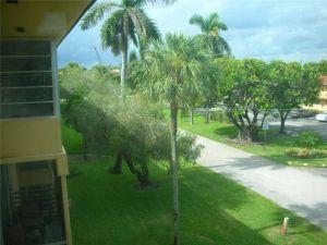 2815 NE 201st Ter #L105. Aventura, Florida - Hometaurus