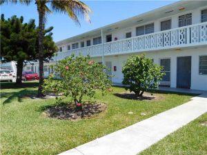 55 NW 204th St #21. Miami Gardens, Florida - Hometaurus