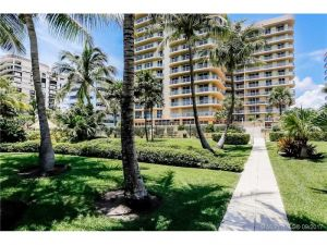 8855 Collins Avenue #4j. Surfside, Florida - Hometaurus