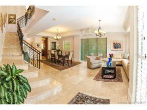 50 Alhambra Cir #112. Coral Gables, Florida - Hometaurus