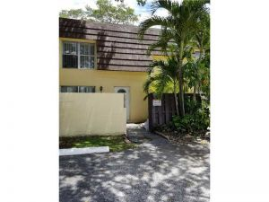 3818 SW 60th Ter #2. Davie, Florida - Hometaurus