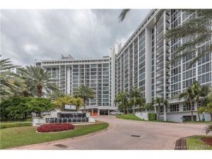 10275 Collins Av #706. Bal Harbour, Florida - Hometaurus