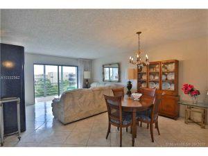 4270 NW 40th St #413. Lauderdale Lakes, Florida - Hometaurus