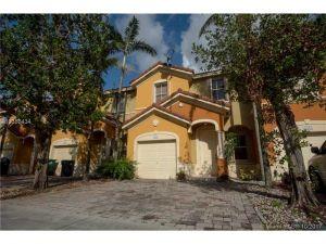 8555 SW 165th Pl #8555. Miami, Florida - Hometaurus