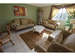 183 Lakeview Dr #206. Weston, Florida - Hometaurus