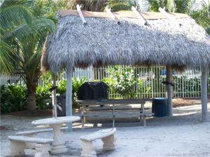 6039 Collins Ave #1004. Miami Beach, Florida - Hometaurus