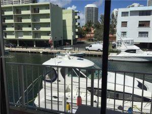 3681 NE 170th St #4. North Miami Beach, Florida - Hometaurus