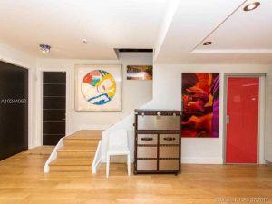 3036 Mc Donald St #4. Coconut Grove, Florida - Hometaurus