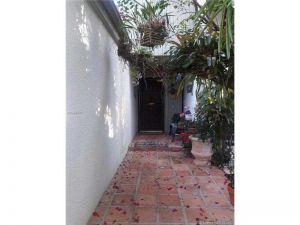 6610 SW 70th Ln #24. South Miami, Florida - Hometaurus