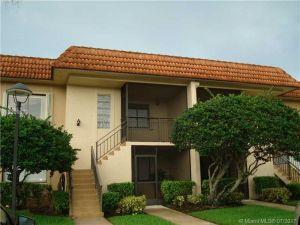 390 Lakeview Dr #102. Weston, Florida - Hometaurus