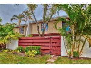 3025 Oaktree Ln #282. Hollywood, Florida - Hometaurus