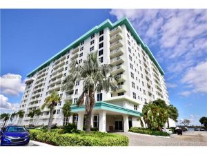 10350 W Bay Harbor Dr #9lm. Bay Harbor Islands, Florida - Hometaurus